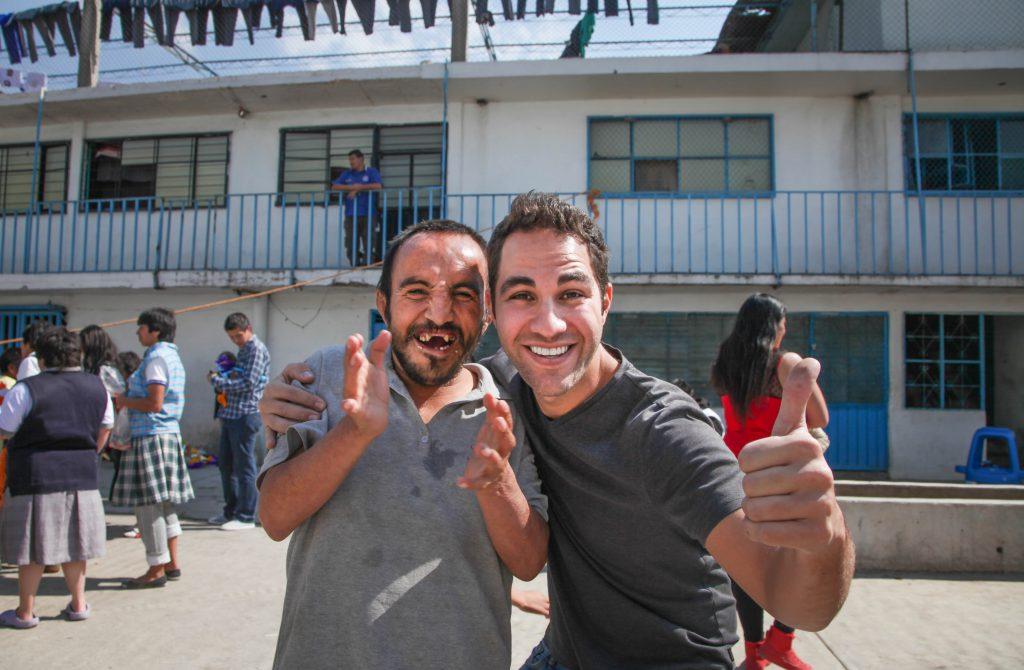 Encuentro con el juego inflable de Expedición Sonrisa en el Hogar Divina Providencia, Ciudad de México, México